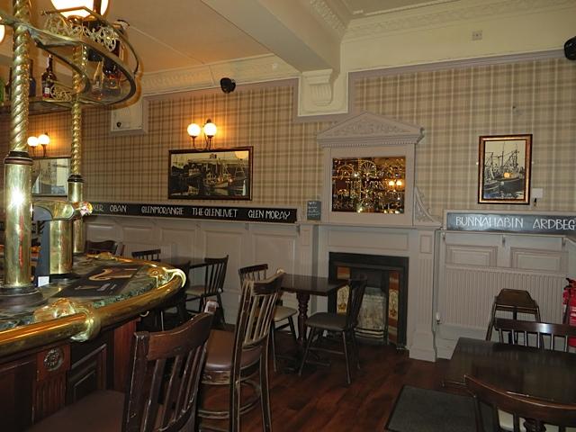 The Lorne Bar-Oban-Where To Eat-Pubs & Bars-Scotland
